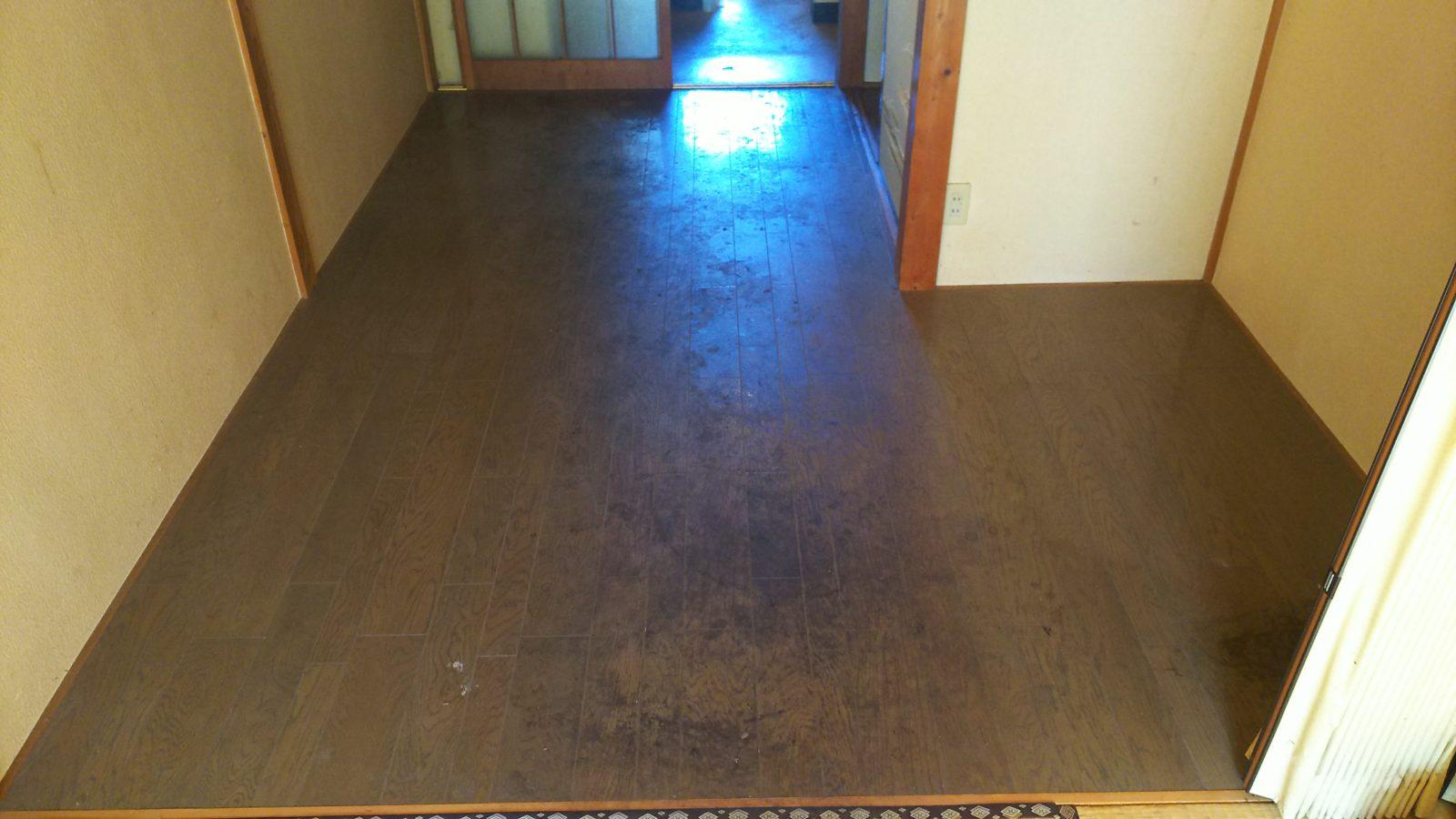 真っ黒な床も・・・